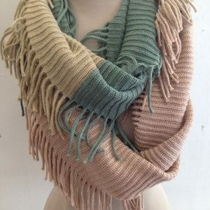 Accessories - NWT Fringed Boho Ribbed Tri Color Scarf